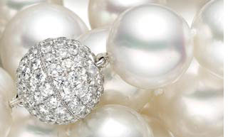 Diamonds and pearls for 30th anniversary
