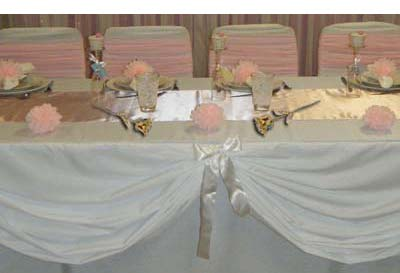 Gold Eternity Roses on Bridal Table